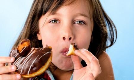 Çocuklarınızı Sağlıklı Beslenmeye Alıştırmanın 8 Yolu