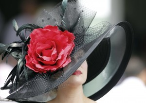 woman-went-dramatic-her-black-red-hat-2012