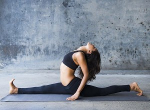 woman-yoga-splits