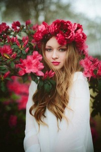 sarah-seven-top-flower-crown-styles-3