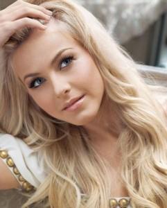 caramel-blonde-hair-color-for-fair-skin