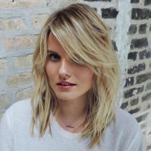 18-midlength-wavy-hairstyle-with-long-side-bangs