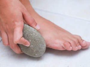 control-foot-odor-with-baking-soda-step-18