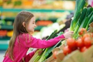 girl-veggies