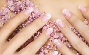 ongles-gel-manucure-french-blanc-rose-pastel