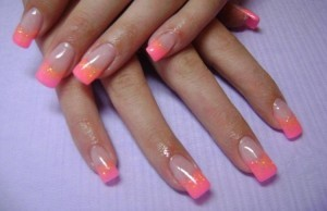 ongles-gel-manucure-french-rose-paillettes-dorees