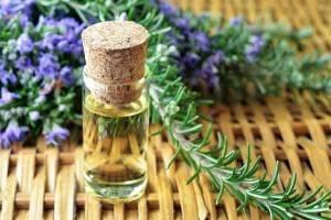 rosemary-essential-oil-bottle-2