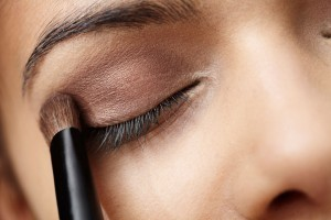 18-petroleum-jelly-uses-makeup