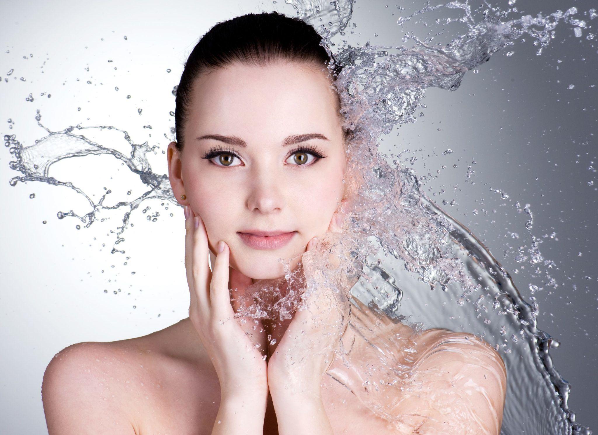 Yeteri Kadar Su İçmediğinizi Gösteren 8 Önemli Belirti