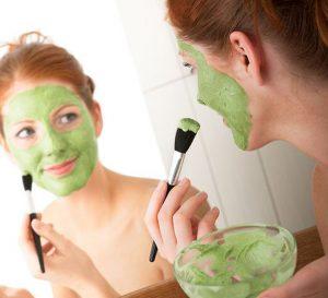 Yeşil sebze yüz maskeleri