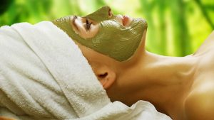Akne için yeşil kil maskesi